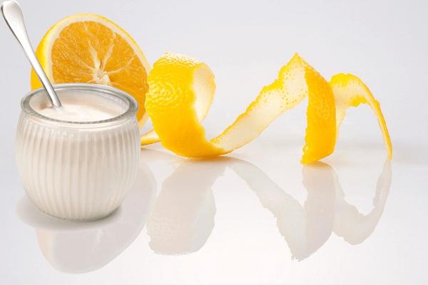 Chanh và sữa tươi không đường nuôi dưỡng da cực kỳ hiệu quả.