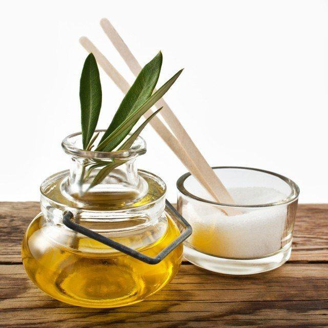 tẩy da chết bằng đường và dầu oliu